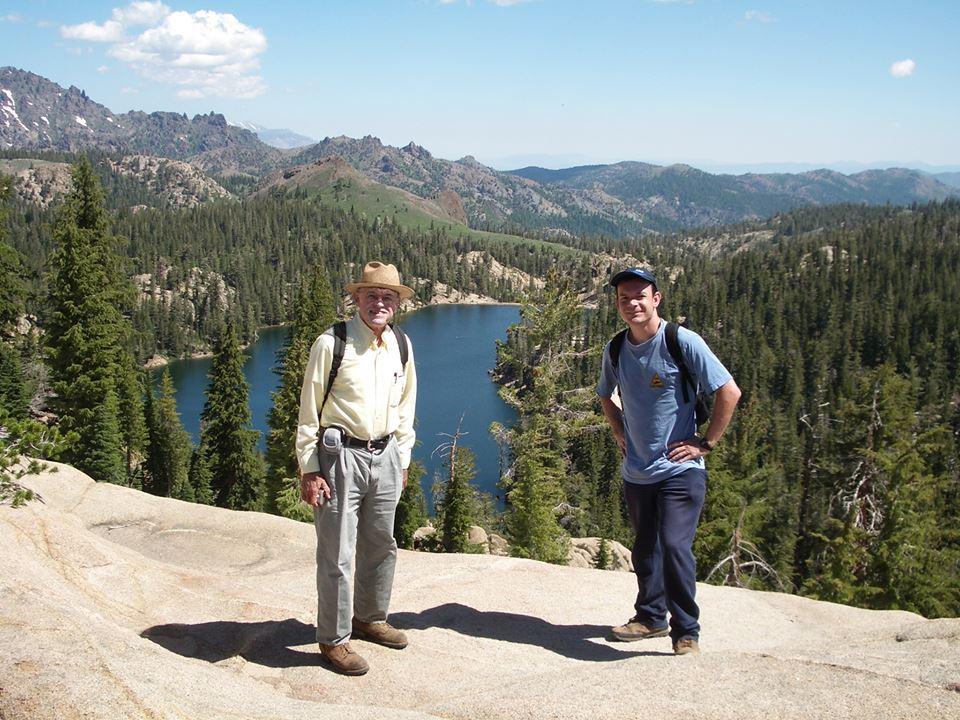 Íñigo con David Wake en Ebbetts Pass, Sierra Nevada, California. foto de Cristina Grande