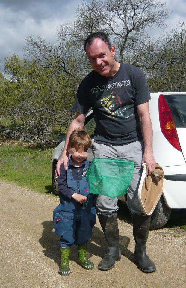 Íñigo con su joven ayudante de campo: su hijo Nicolás (Sierra de Madrid)