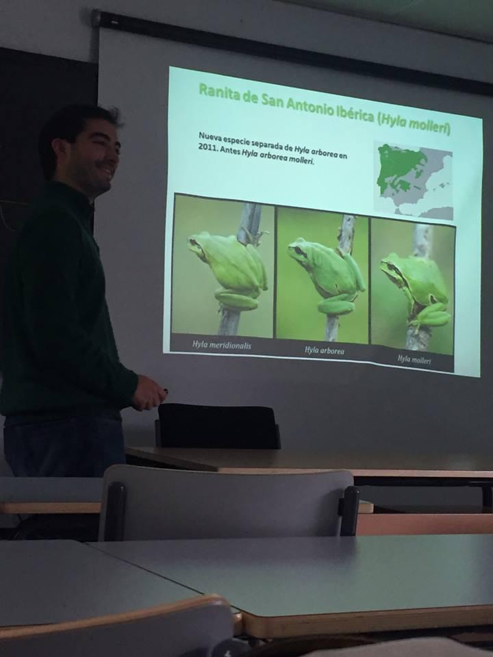 Kike en una ponencia sobre anfibios en la universidad...