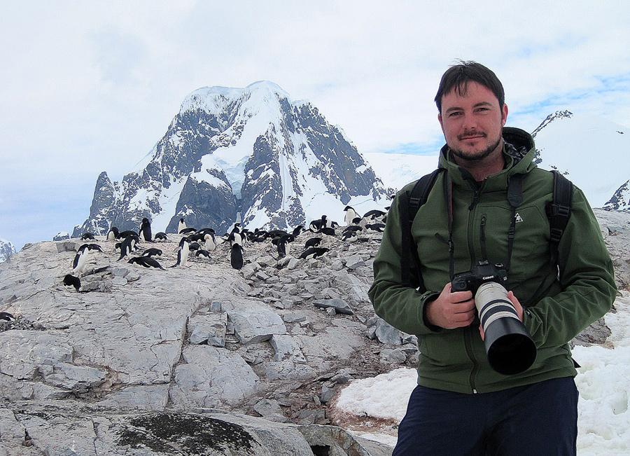 Issac Fernandez haciendo un reportaje en la Antártida...