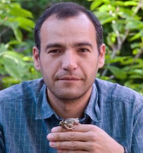 Jaime Bosch en el Centro de Recuperación de Anfibios de Rascafría.